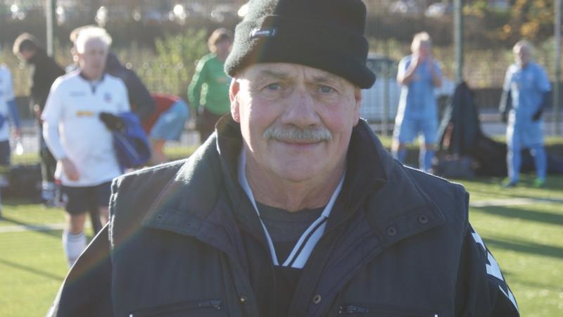Referee Frank Bergin